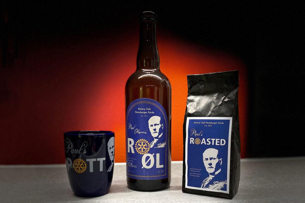 Das Bild zeigt die drei Artikel aus Paul's Collection, Kaffeebecher, Bierflasche und Kaffeetüte.